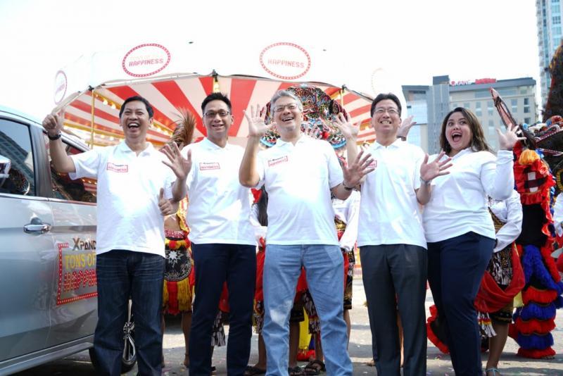 XPANDER Tons of Real Happiness mampir ke kota Surabaya. (foto: Mitsubishi)