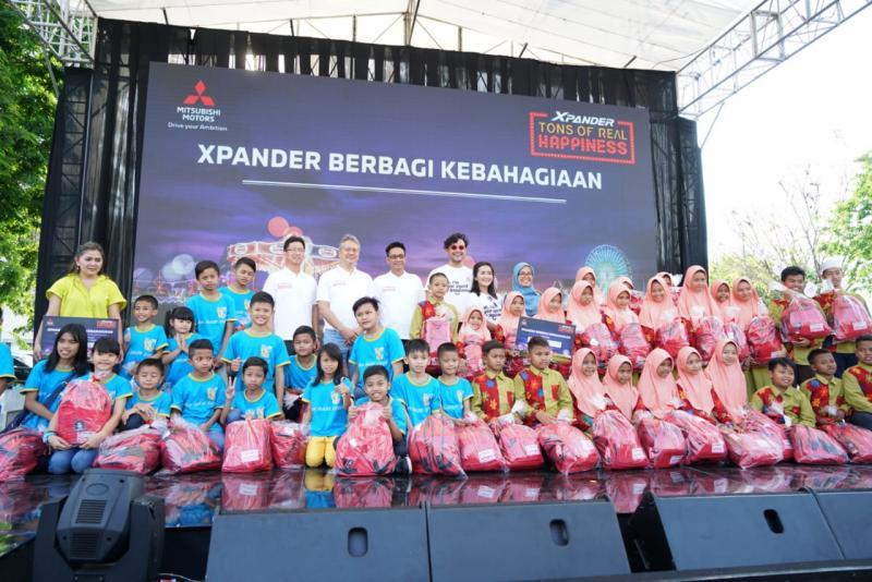 Kebahagiaan nyata XPANDER Tons of Real Happinnes hadir di kota Surabaya. (foto: Mitsubishi)