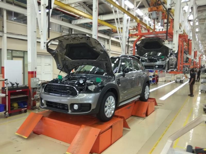 Pemerintah menggenjot produksi dalam negeri untuk industri otomotif. (foto: anto)