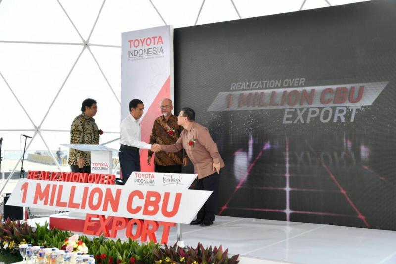 Ekspor mobil Toyota tembus 1 juta unit. (foto: ist)