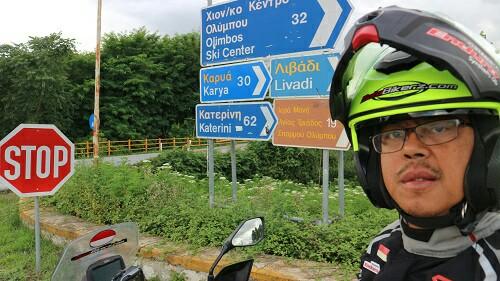 Stephen Langitan andalkan Kawasaki Versys-X 250 Tourer untuk menempuh perjalanan 27.400 km. (foto : dok pribadi)