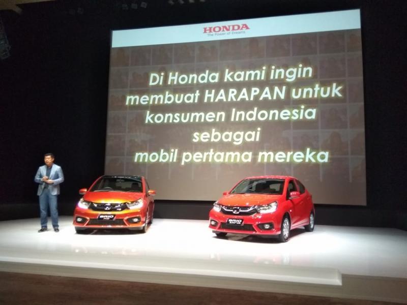 Honda Brio harganya stabil di pasaran mobil bekas. (foto: anto)