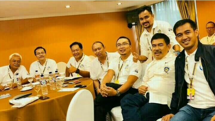 Sadikin Aksa bersama para pengurus IMI provinsi di Rakornis IMI 2018.  (foto : budsan)