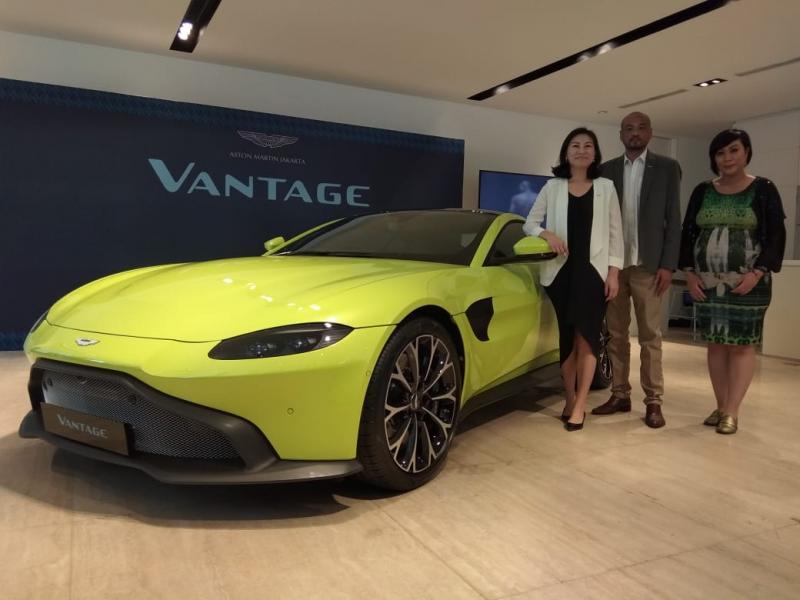 Aston Martin Vantage terbaru hadir dalam jumlah terbatas, harga tembus lima miliar. (foto: anto)