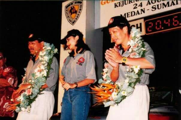 Jeffrey JP mendampingi Hutomo Mandala Putra di podium Reli Sumatera Utara. (foto : dok pribadi)