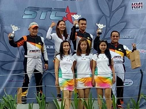 Trio ABM Racing Team : Jimmy Lukita, Radityo Mahendra dan Teras Narang di podium. (foto : budsan)