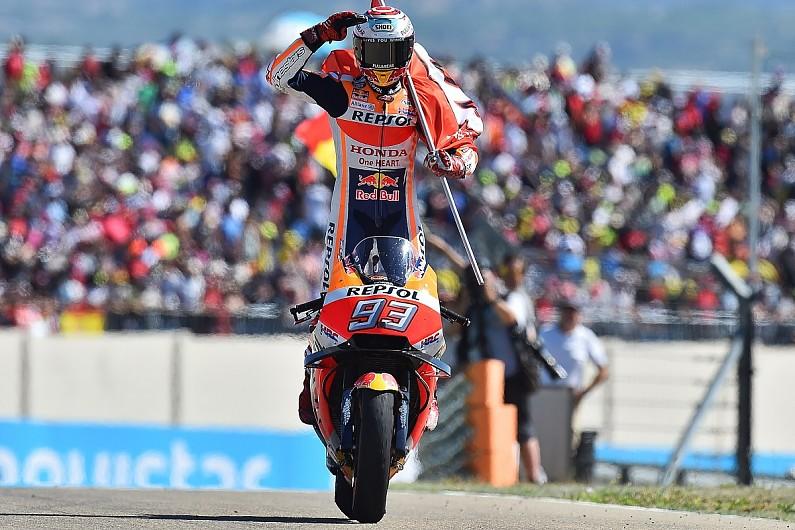 Selebrasi Marc Marquez usai meraih kemenangan di Aragon (ist)