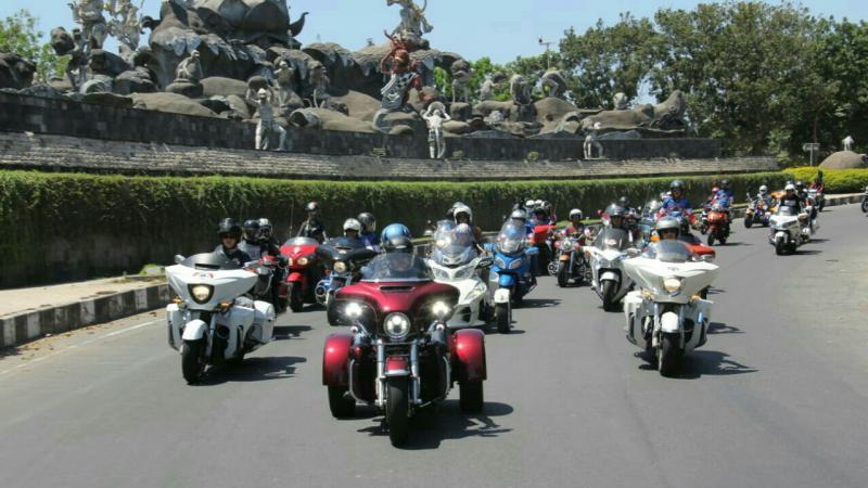 Bambang Soesetyo pimpin konvoi komunitas motor gede sebarkan semangat brotherhood. (foto : zona bikers)