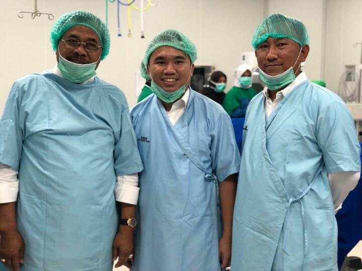 Dari kiri, Jaksa Agung HM Prasetyo, Andy Wibowo dan Kajati Kepri pada bakti sosial operasi katarak di Tanjungpinang. (foto : ist)