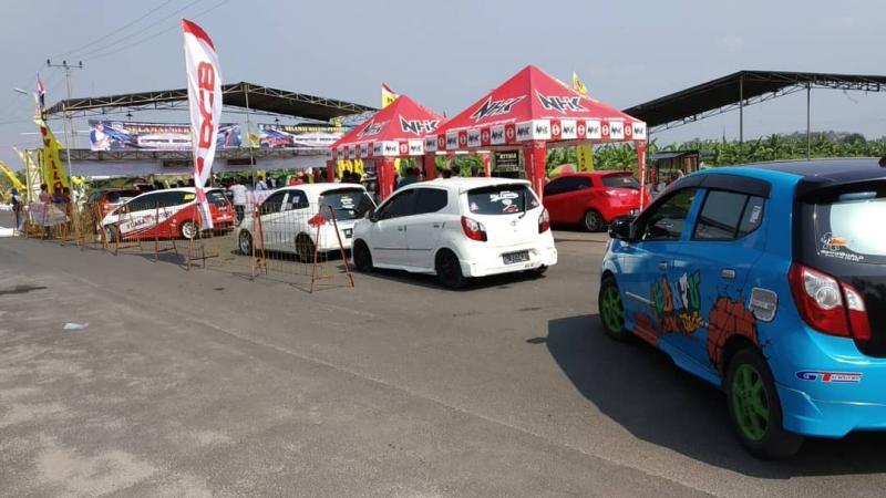 Toyota Agya Club chapter Lampung mampu unjuk gigi di Kejurnas Drag Race. (foto:TAC)