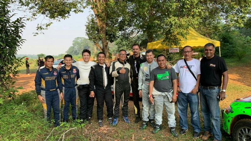 Para pereli Indonesia bersama ofisial di reli Selangor Malaysia. (foto : imi)