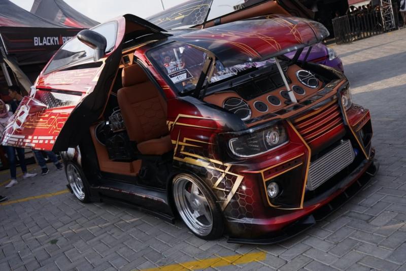 Modifikasi ekstrim Suzuki Every keluar sebagai jawara BlackAuto Battle 2018 round 3 di Kota Solo