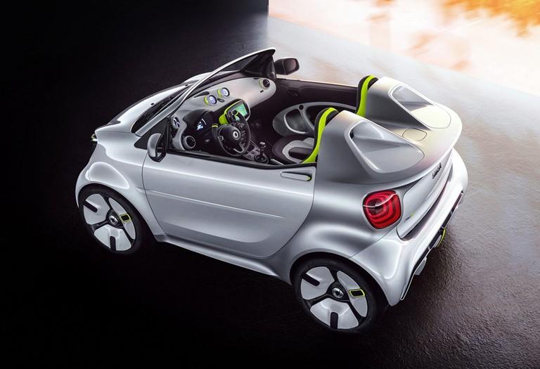 Smart Forease bakal ditenagai motor listrik bertenaga 80 HP. (foto: Daimler)