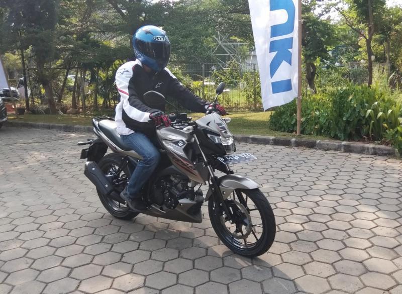 Pengendalian Suzuki GSX150 Bandit cukup baik, cocok untuk sehari-hari dan turing. (foto: anto)