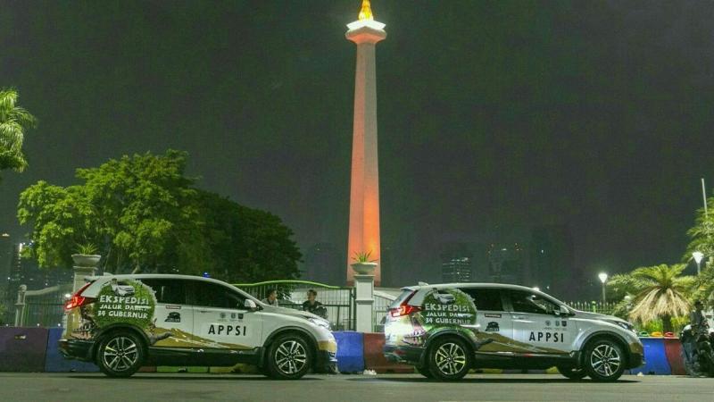 Rombongan Jelajah Nusantara dengan All New Honda CR-V turbo ketika masuk ibukota Jakarta. (foto : hpm)