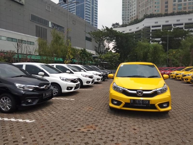 200 unit All New Honda Brio aneka varian dan warna siap dibawa pulang para pemiliknya. (foto: anto)