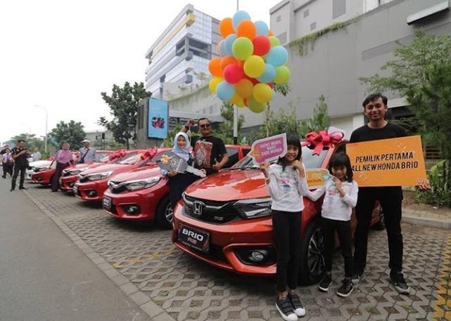 50 unit All New Honda  Brio telah diserahkan kepada pemilik pertamanya di Bandung. (foto: HBC)