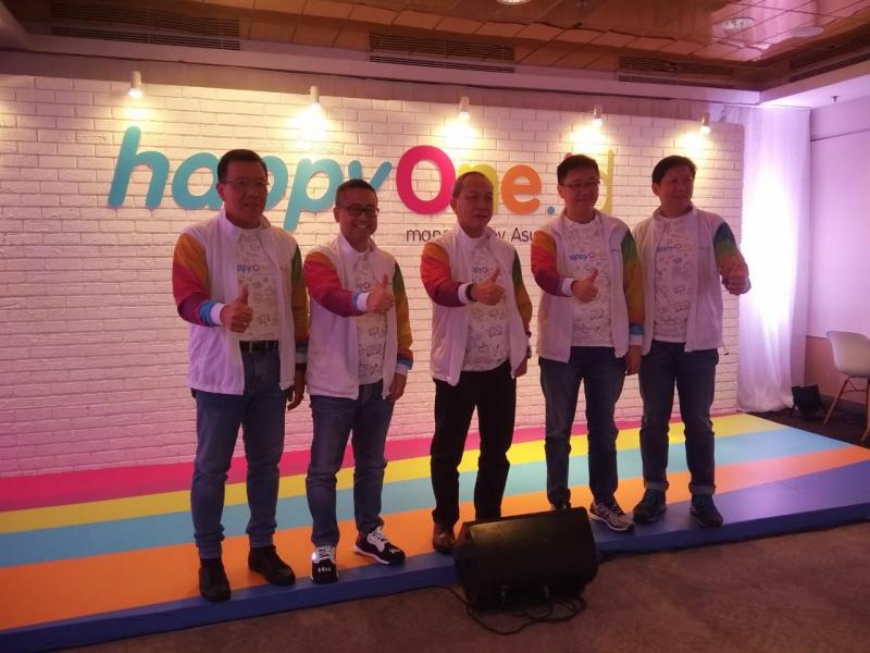 Suparno Djasmin (tengah) bersama para direksi Asuransi Astra meluncurkan Happyone.id (foto: anto)
