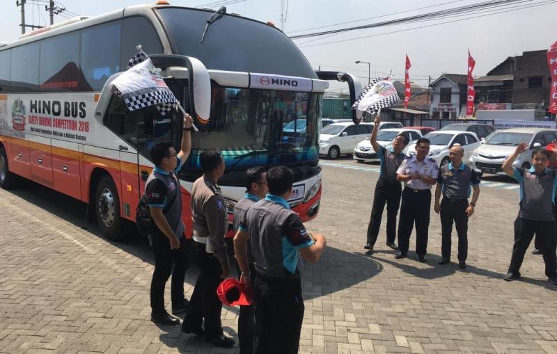 Hino fokus pada keselamatan berkendara pengemudi truk dan bus. (foto: Hino)