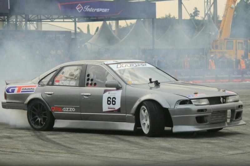 Ban terbaik GT Radial Champiro SX2 menempel pada Nissan Cefiro yang digeber M Irdam.(foto : ist)