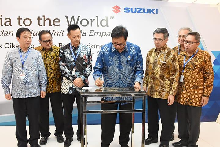 Menperin meresmikan seremoni ekspor All New Suzuki Ertiga di pabrik Suzuki di Cikarang, Jawa Barat. (foto: ist)