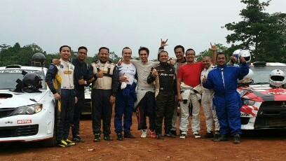 Rizal Sungkar bersama para juara Grup M Sprint Rally Tembong Jaya. (foto : ist)