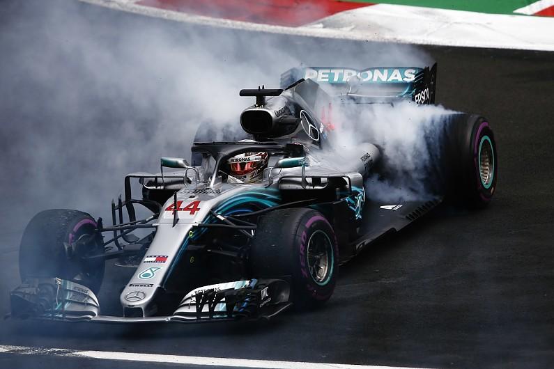 Selebrasi Hamilton setelah mengunci gelar juara dunia ke-5 nya di GP meksiko (ist)