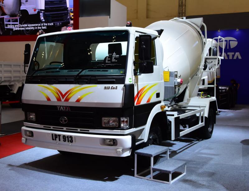 Truk ringan LPT913, Tata Motors mulai menunjukkan tajinya di segmen komersial Indonesia. (foto: anto)