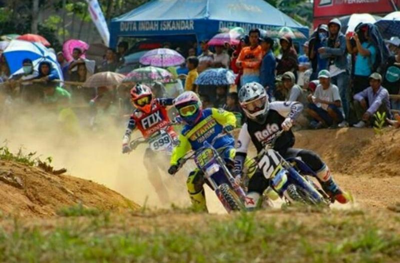Semakin banyak sirkuit grasstrack di Kalimantan Barat (foto: Jeremy)