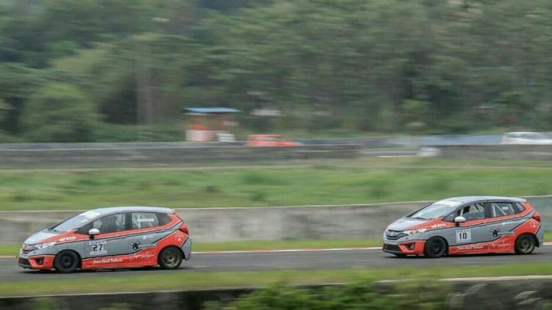 Zharfan dan Fino melakukan latihan di Sentul International Circuit. (foto : ist)
