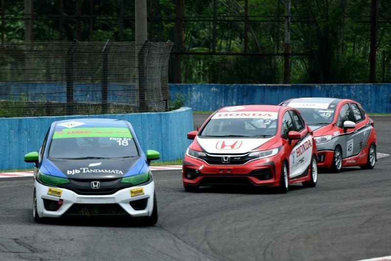 Persaingan abadi antara Rio SB dan Fitra Eri di OMR Honda Jazz. (foto : ist)
