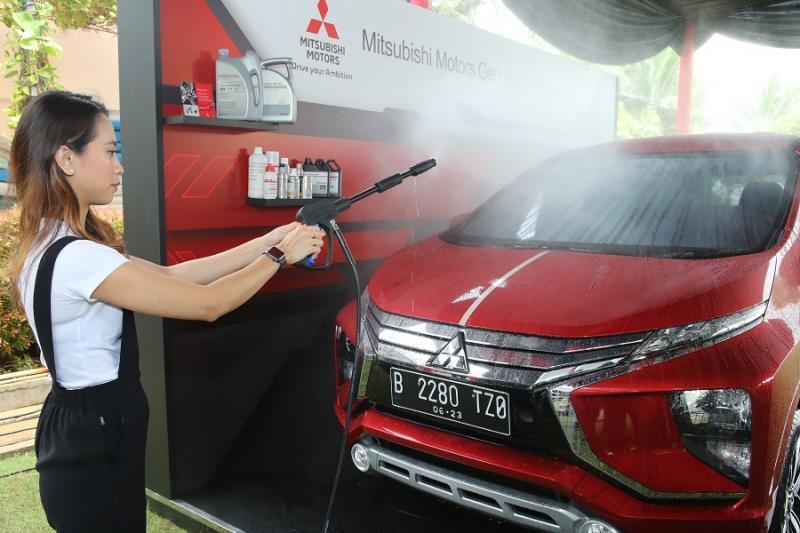 Perawatan bodi dan kaca bisa dilakukan di bengkel resmi Mitsubishi. (foto: MMKSI)
