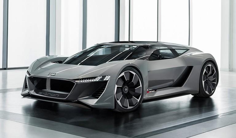 Supercar listrik Audi PB18 E-Tron punya dua posisi kemudi dan extra kapasitas bagasi. (foto: theverge)