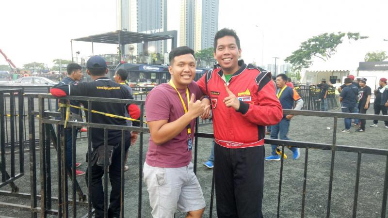 M Irdam (kanan) dan Rio SB, sedih gak ada reward untuk juara umun Intersport Drift. (foto : bs)