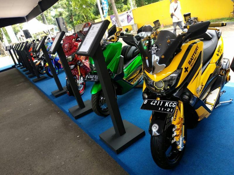 32 finalis dari 8 kota besar di Indonesia bertemu di grand final costumaxi Bandung. (foto : ist)