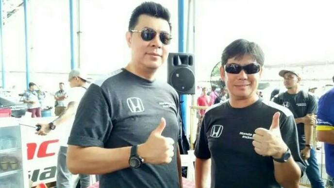 Jonfis Fandy dan Mr Watanabe (Presdir PT. Honda Prospect Motor). (foto : bs)