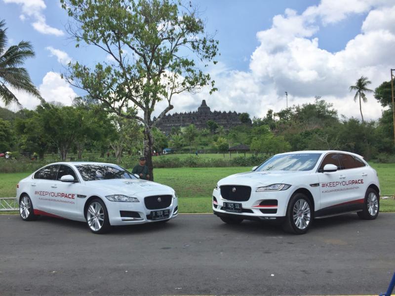 Jaguar F-pace dan XF ditampilkan selama Borobudur Marathon. (foto: Jaguar)