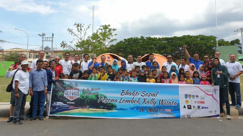 Para peserta, panitia rally wisata bersama perwakilan anak dan pelajar di Lombok. (foto : ist)