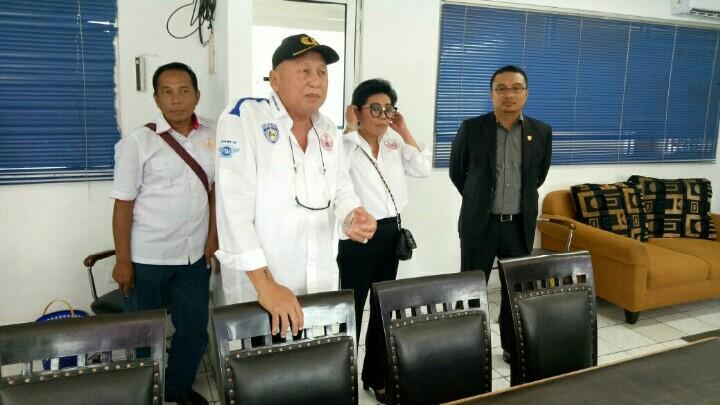 H.Tinton Soeprapto saat meresmikan kantor representatif IMI DKI di Sentul. (foto : bs)