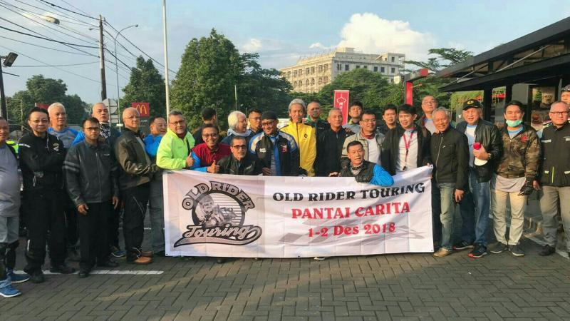 Para pembalap jadul lakukan turing dari Jakarta - Carita. (foto : ist)