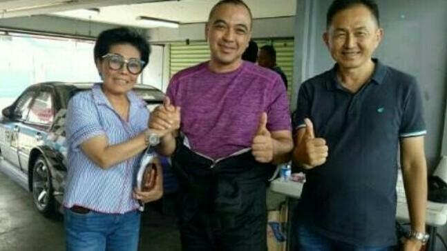 Lola Moenek, Bupati Tangerang Ahmed Zaki dan Irawan Sucahyono. (foto : bs)