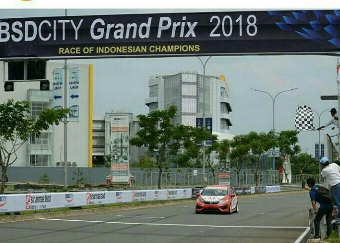Alvin Bahar dengan Honda Jazz finish terdepan di BSD City GP 2018. (foto : HRI)