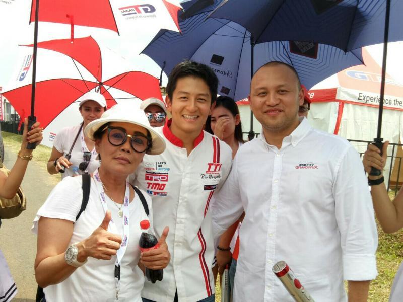 Ananda Mikola (kanan), Rio Haryanto dan Lola Moenek di BSD City GP 2018. (foto : bs)