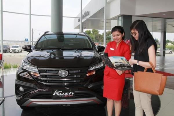 Momen akhir tahun dianggap waktu yang tepat untuk membeli mobil baru. (foto: dok. Mobilinanews)