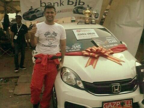 Umar Basalamah, mendapat grand prize Honda Brio. (foto : jstc)