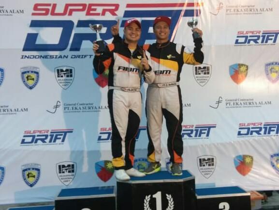 Amandio dan Valentino, juara nasional drift 2018 kelas Pro dan Rookie. (foto: abm)