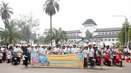 Celebration Ride dalam rangka peringatan 50 tahun Vespa Primavera diadakan Piaggio Indonesia di Bandung. (foto: ist)