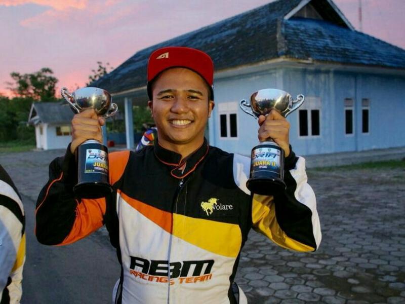 Adwitya Amandio, jawara balap mobil dan drifting dengan satu mobil Nissan Silvia S14. (foto : abm)