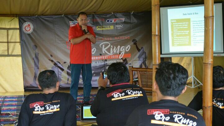 Zulfata Zainal dari GT Radial berikan sharring soal ban dengan teman-teman Forwot. (foto : forwot)