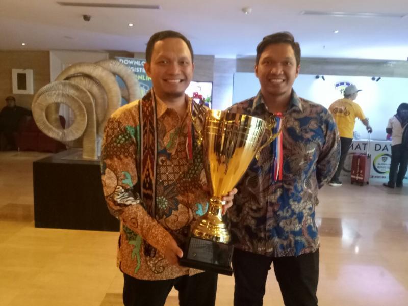 Trofi sebagai juara tim gokart 2018 di IMI Award Balikpapan. (foto : bs)